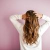年齢のせいで髪がパサパサすぎる原因と解消する4つの方法