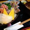 魚屋直営の海鮮丼専門店 魚処亀山の上海鮮丼(1300円)