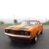 '69 CHEVY CAMARO Z28に乗って、駐車場で撮影。