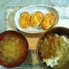 今日のひとり夜ゴハンは合挽きシチューカレーラストと玉ねぎのお味噌汁と昨日買ってきた豆腐ナゲットやよ~(*´▽`*)ノ