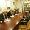 10日、公的病院の統廃合問題で福島市医師会事務局と懇談。地域の実情を無視した国のやり方はおかしいと
