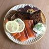 黒パンと鮭