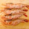 牡丹海老を刺身で食べたり、軽く湯通ししたり、スープにしたり