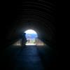 国境の長いトンネルを抜けると天国であった