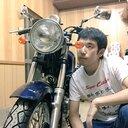 バイクに乗ってる鈴木S茶