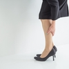 『デスクワークによる足のむくみを解消する簡単ストレッチ法』
