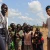 『世界を無視しない大人になるために』の表紙で一緒に映る南スーダン難民の女性と再会!