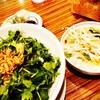 日本初のフォー専門店「COMPHO」のパクチーまぜ麺
