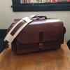 大きなカメラバッグとお財布みたいなスマフォケース