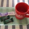 今日のおやつはチョコレート効果CACAO72%と紅茶オレ