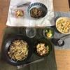 (おとな)豚バラとキノコのスパゲティ、(こども)吉野家の冷凍牛丼、ブロッコリートマトとたまごのサラダ
