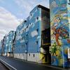 繊維問屋街に登場した巨大壁画。岐阜のシュルレアリスム。