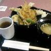 お昼は海老穴子丼 900円