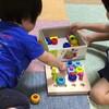 足を引き抜こうとして泣く息子、爪を剥がしに来る娘 - 年子育児日記(2歳10ヶ月,1歳4ヶ月)