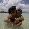 【美しきカリブ海】ジャマイカ・モンテゴベイのビーチにて地元の子供と遊ぶ