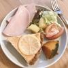 朝ご飯:帰省前の残り物処理は栄養満点!!贅沢朝からチーズケーキプレート