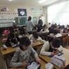 小学校で布切り絵体験教室