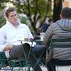 同僚とのコミュニケーション不足で崩れる関係。距離を縮める方法