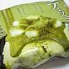 井村屋「抹茶ティラミスわらびもち」はお餅も入った濃い抹茶味!