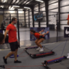 垂直跳びとは(下肢筋群の短縮性筋活動により最大の跳躍高を達成するためには、この短縮性筋活動を十分に強力かつ素早く行う必要がある)