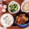 豚肉しょうが焼き、きゅうりの酢の物、小粒納豆、バナナギリシャヨーグルト。