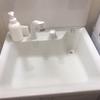 【賃貸の狭い洗面台を少しでも快適に】小物は白で統一して、純正品は撤去