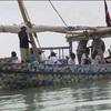 ケニアのサンダル小型帆船 船上で環境教育
