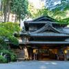 岐阜県下呂温泉の湯之島館でレトロな館内探訪。列車で行く夏の飛騨路