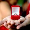 20代女性が選ぶ婚約指輪はピンクダイヤや何か細工してあるデザインが好き