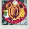 「季節のワッフル(マンゴー&バニラアイスクリーム)」グレートアメリカン・ワッフルカンパニー(東京ディズニーランド)