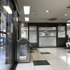 新大阪駅で新幹線乗換。新大阪駅で「串カツ だるま」とビール。そしてお土産を買って帰ります