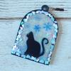 黒いネコの空枠で雪イメージのチャームを作ってみた♪