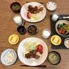 揚げ物定食、ブロッコリーと松山あげの味噌汁、納豆と玉子豆腐
