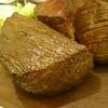 今月の肉の日祭りは、大人数で、源兵衛さんの塊肉ステーキを喰らう。