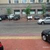 大雨で道路が洪水状態!