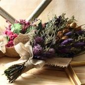 綺麗な人は『お花』と暮らしている!ズボラさんも必見。室内を華やかにする《花アイテム》