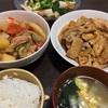簡単!トマトの煮込み料理とタモリさんの生姜焼きの晩ご飯