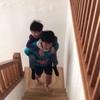子供を担いで階段トレ🏃♂️