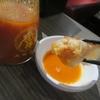 大阪王将@ホーチミン店で、焼き餃子2種とスイートチリソース
