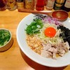 大阪の「豚骨まぜそば KOZOU+」で夕飯!豚骨強めのガッツリまぜそばでした。ここは追い飯が必須だったか?