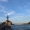 護衛艦「 まつゆき 」と火の山から日没