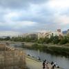 京都 四条大橋から見た鴨川と奥嵯峨の田んぼ、季節感のギャップが面白い!