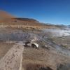 標高5000m超えのアンデス山脈にて温泉を楽しむ人々@ボリビア