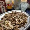 福岡県筑紫野市、タタキの店いわもと(岩本商店)で赤鶏のタタキでいろいろ味変ソース腹パンおじさん