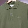 男達はなぜラコステ「L1212」に惹かれるのだろうか? 大定番ポロシャツの魅力を紐解く!