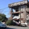 老朽化した空き家建築物の危険性