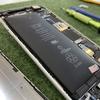 膨張したバッテリーは早めの対処が必要です。