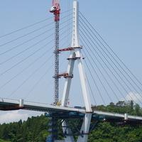 気仙沼湾横断橋、主桁閉合直前