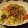 トマトとポワロー(本当は九条ネギ)のサーモンパスタ、というのもおこがましいがうまい。
