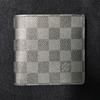 コンパクトでスタイリッシュな財布選び / ルイ・ヴィトン、イルビゾンテなど実用面から使いやすいサイズを検証